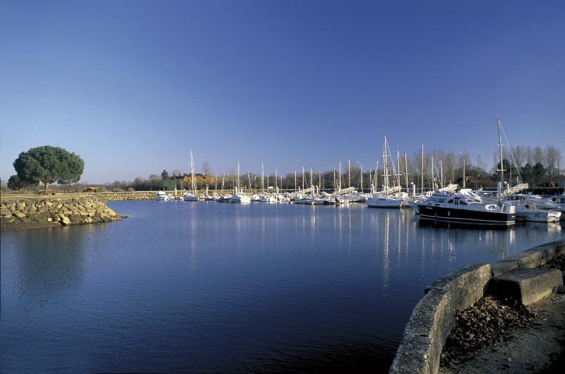 Port de plaisance le teich le teich tourisme aquitaine - Restaurant arcachon port de plaisance ...