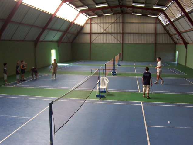 Squash-tennis-foot-badmington-les-bruyeres.jpg